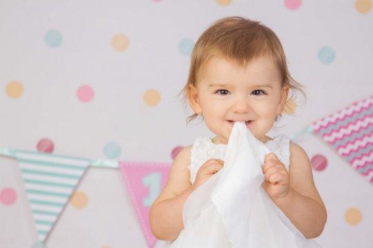 zdjęcie rocznego dziecka z sesji zdjęciowej na roczek